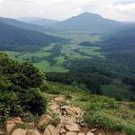 蛇紋岩越しに見下ろした尾瀬ヶ原と燧ケ岳