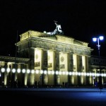 風船で「ベルリンの壁」再現