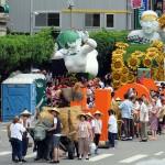 総統就任式のパレードでは年代ごとの特徴が人民、土地、民主に絞った歴史回顧となっている