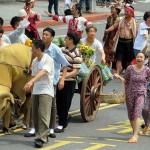 総統就任式のパレードでは年代ごとの特徴が人民、土地、民主に絞った歴史回顧となっている。農業開発時代のシーンは大家族主義で和気藹々としている