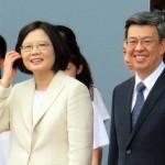 就任演説後、笑顔を見せる蔡英文総統(左)と陳建仁副総統
