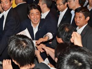 「自由民主」参院選勝利 アベノミクス信任を強調