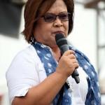 埋葬反対を訴えるデリマ上院議員