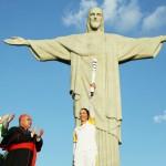 リオ五輪の聖火、観光名所のキリスト像前に到着