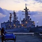 天候に恵まれた海上自衛隊の護衛艦の親善訪問