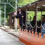 出平駅。黒部峡谷鉄道には3人の女性車掌がいるが、その一人。