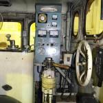 凸型機関車の運転室。思ったより窮屈。横向きに運転する。