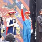 高野氏の手を挙げての開会宣言