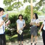 金沢商業高生徒の観光ガイドが修学旅行生に好評