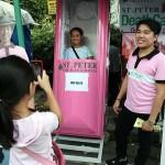 棺桶を体験できるアトラクション。陽気するぎるフィリピンの墓参りに動揺してはいけない