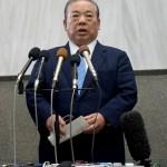 辞任した安慶田光男副知事=23日午後、県庁