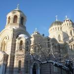 朝日に照らされた優雅な救世主生誕大聖堂