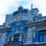 建築家ミハイル・エイゼンシュテイン作:巨大な顔のモミュメントの建物、新市街にて