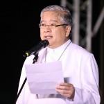演説するカトリック司教協議会のビレガス大司教