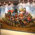 壁一面を占有する巨大な絵画