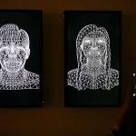 モニターに映し出された顔が音声に合わせて動く
