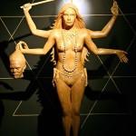 4本腕の女神?それとも悪魔?