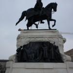 優雅に舞うハンガリーの英雄のモニュメント