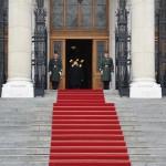 ブダペスト市長と国会議事堂この日のために赤い絨毯が敷かれた
