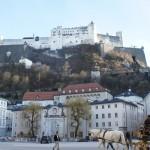 もう一度ホーエンザルツブルク城を目の前に大きな広場でカメラを取る