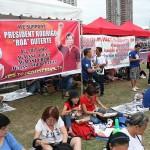ドゥテルテ大統領の麻薬戦争を支持する横断幕