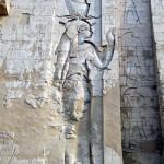 ホルス神殿塔門に描かれているレリーフ