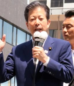 公明党・山口那津男代表(JR目黒駅アトレ2前)