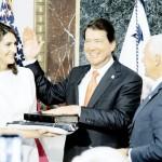 新駐日米大使のウィリアム・ハガティ氏が宣誓式