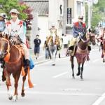 7年ぶりに復活、騎馬武者行列が練り歩く
