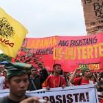 集会に集結した抗議団体