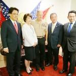 沖縄自民訪米団との会談に臨む米海兵隊のネラー総司令官(中央)=13日、ワシントンで(宮﨑政久衆院議員提供)