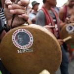 民族楽器の銅鑼にはドゥテルテ大統領を批判するシール
