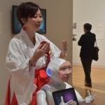 市原 えつこ氏の「デジタルシャーマン・プロジェクト」。故人の顔と音声データを用いたロボット。