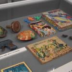 髙野 行央氏が運営する「昭和漫画館青虫」に収蔵されている付録玩具の数々。