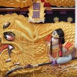 金色に輝く豪華な刺繍が太鼓台を魅せる