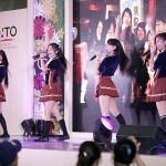 フィリピンの日本風アイドル「Kawaii5」がパフォーマンスを披露