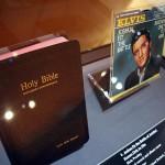 米ロック歌手のエルビス・プレスリーが使用した聖書