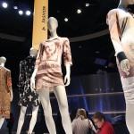 聖書がファッションに与えた影響を紹介するコーナー