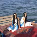 アレキサンドリアの海岸の桟橋の上で戯れるクレオパトラの侍女たち