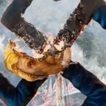 焼け落ちるトランプ大統領の肖像