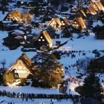 世界文化遺産「白川郷」、ライトアップ始まる