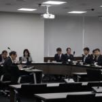 2月23日、庁舎内における職員個人への政党機関紙の勧誘・配達・集金について是正を求める横浜市民による陳情を審査する藤沢市総務常任委員会