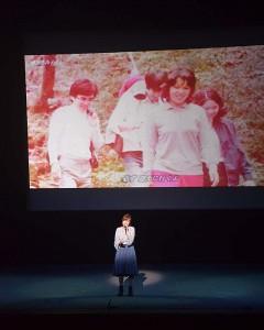 拉致被害者の救出を願って山口采希さんが熱唱した=10日午後、沖縄県宜野湾市