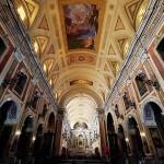 セー大聖堂、大聖堂の中にはヨハネ・パウロ2世が祈りを捧げた台が残されている