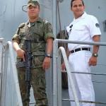 ベレンの波止場に停泊する軍艦(海軍)の船員達、密輸や麻薬取引など様々な犯罪に目を光らせている