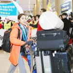 高梨沙羅「ベストを尽くす」、笑顔で韓国到着