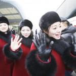 北朝鮮の「美女応援団」、笑顔で「初めまして」