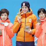 小平奈緒と高木美帆、そろってメダルに笑顔