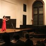 大正期のれんが造りの講堂に響くバイオリン