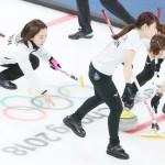 あす準決勝韓国戦、カーリング日本女子初の4強